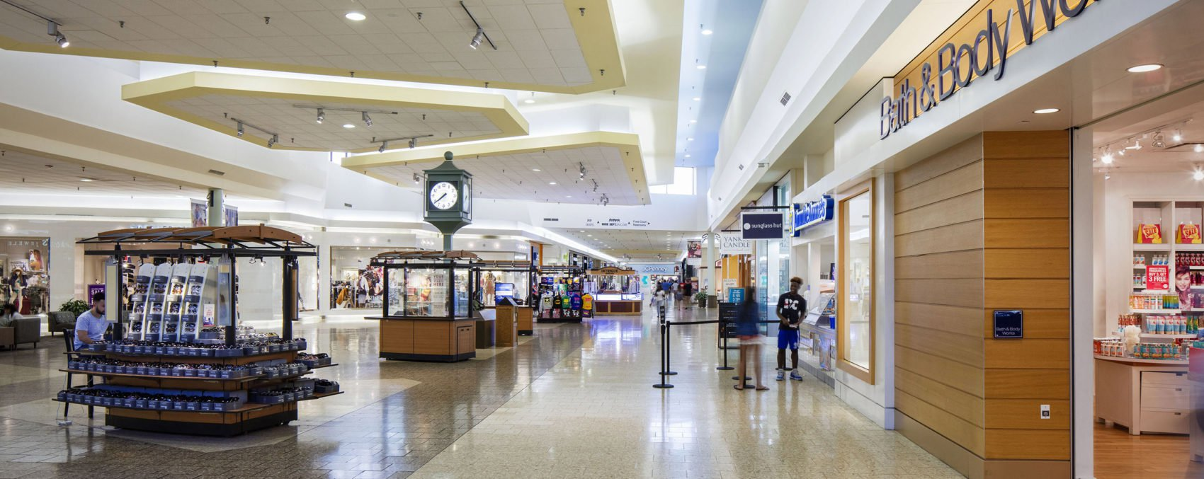 Monitoring in the mall: Improving kiosk sales performance with intelligent video